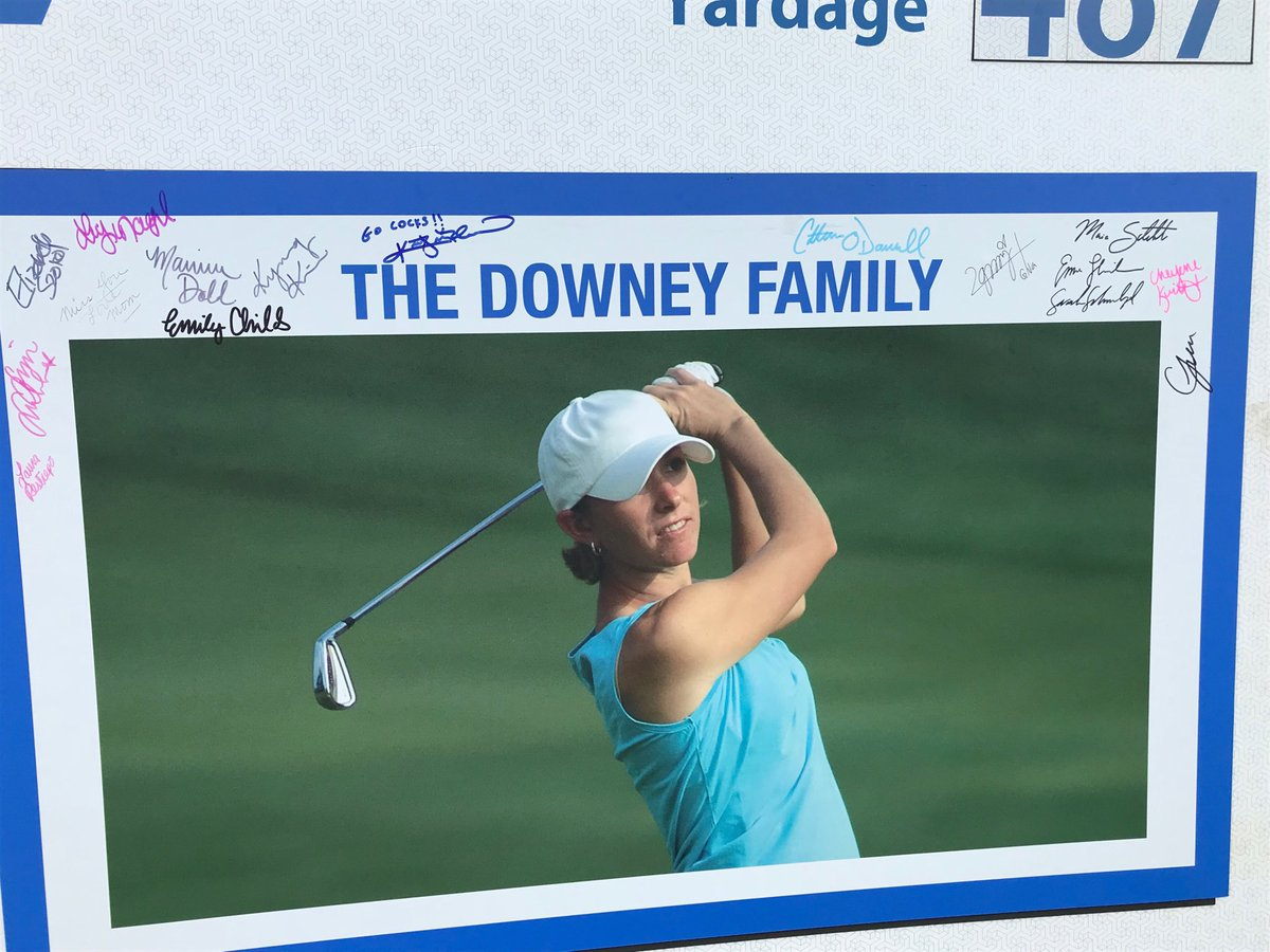 Some of the pros on the Symetra Tour have signed the picture of my late sister-in-law on the 7th tee box for whom this tournament is named. What a wonderful, unprompted gesture! @ROAD2LPGA @ddowneyclassic #theseladiesROC pic.twitter.com/iwqS04DqlO