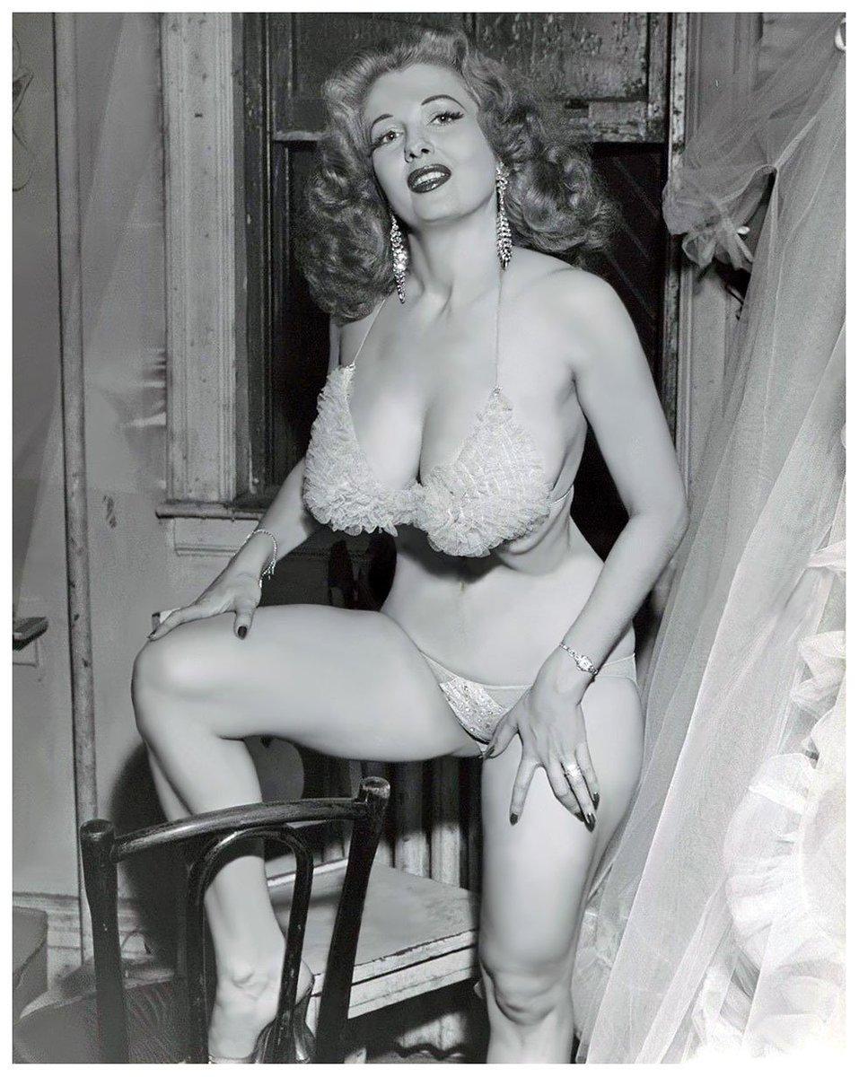 Vintage big tit pin up