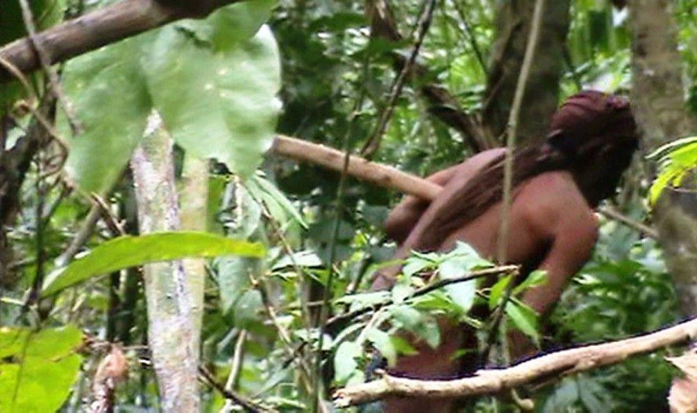 Funai divulga imagens de índio isolado na Amazônia que é acompanhado há 22 anos https://t.co/fmWFoHg7Nv