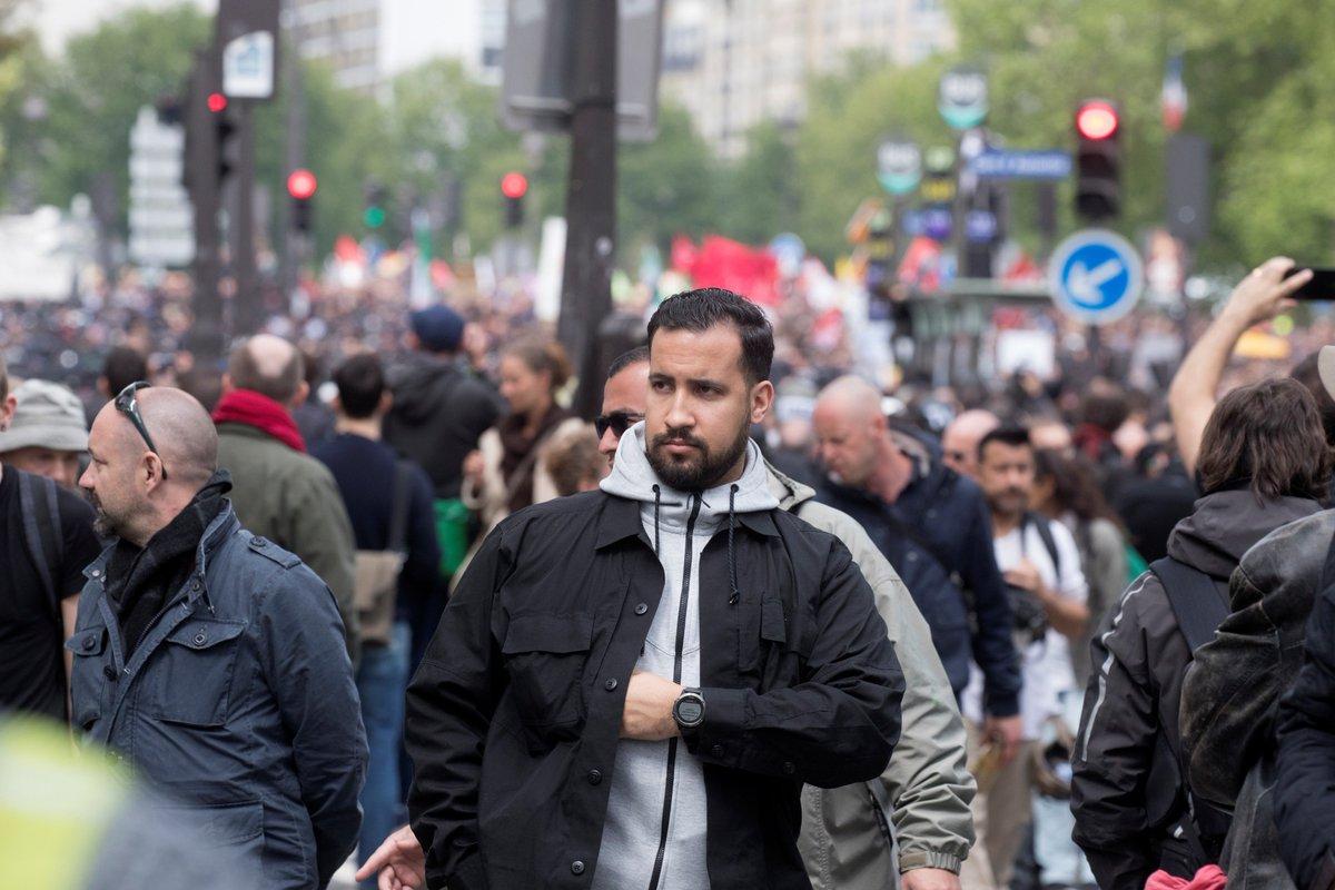 #AffaireBenalla   La femme et l'homme frappés par #AlexandreBenalla lors des manifestations du #1ermai ont été identifiés et ont demandé à être entendus ultérieurement par les enquêteurs, a indiqué samedi une source proche de l'#enquête.  ⚡️EN CONTINU https://t.co/mvxAaJjxvX
