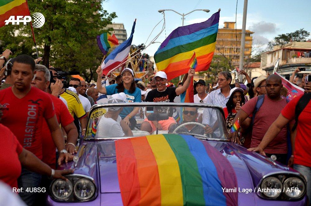 La nouvelle constitution cubaine ouvrira la voie au mariage homosexuel. Dans son article 68, le projet définit le mariage comme 'l'union consentie volontairement entre deux personnes, sans préciser le sexe' https://t.co/4lWchGCmM7 #AFP