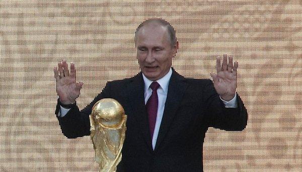 Do @blogdosakamoto: Aspirante a vice de Bolsonaro, Janaína Paschoal teme invasão de Putin https://t.co/aIsb28COdG