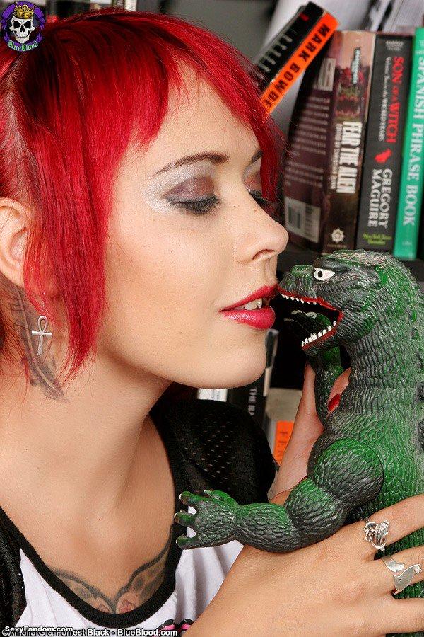 Sexy Fandom: Godzilla vs Scarlet Starr https://t.co/psaVodxPP7...