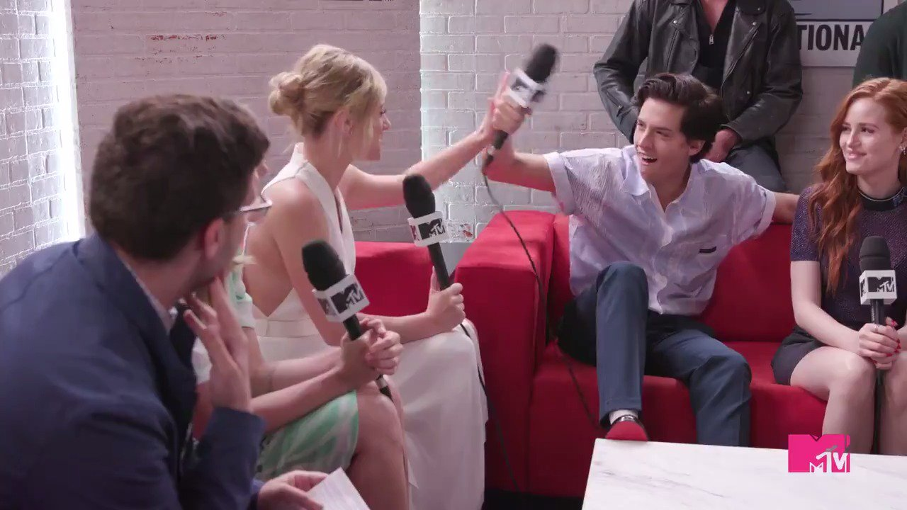 On the #SDCC edition of your #Riverdale Season 3 ��couples update��, @colesprouse tells us all what Bughead's kink is: https://t.co/CYgWJMkRLf