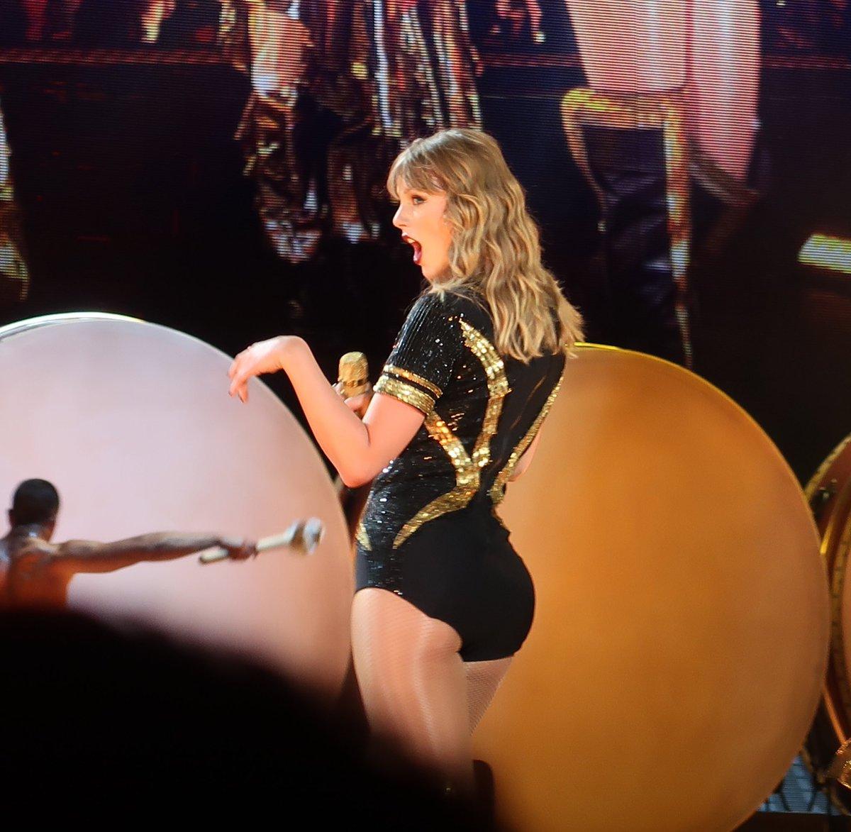 O sea, mirenla, ella es la que merece ganar el #MTVHottest #MTVHottest Taylor Swift #MTVHottestTaylorSwift