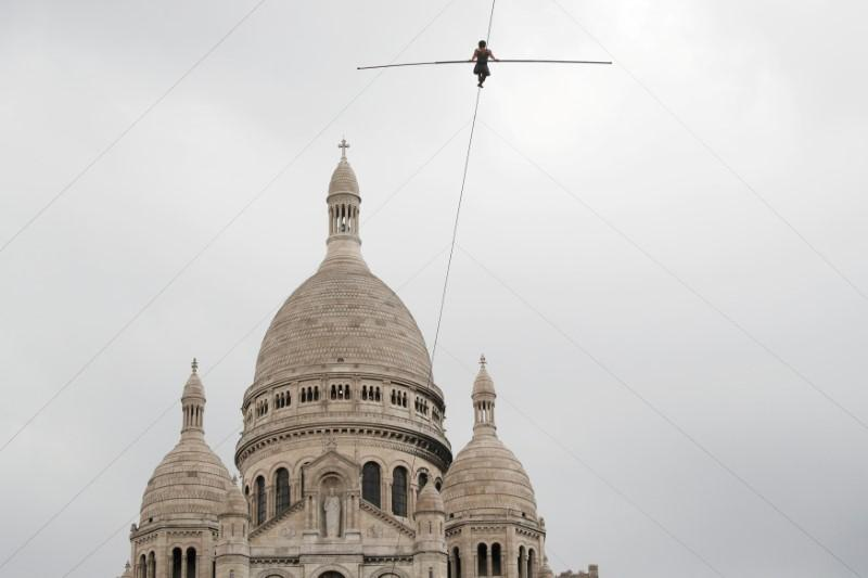 Tightrope walker stuns Parisians with Montmartre performance https://t.co/oppPda8U7o https://t.co/fj0E6LHlM9