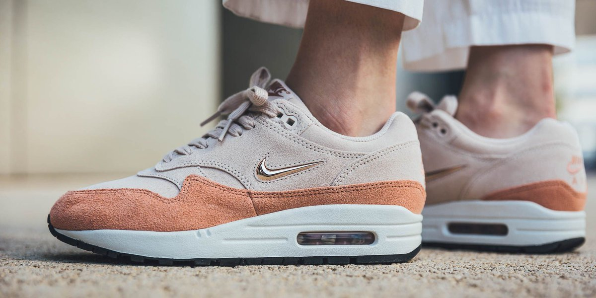 official photos 5c105 ee41a NEW IN! Nike Wmns Air Max 1 Premium Sc - Guava Ice Metallic Red Bronze-Terra  Blush SHOP HERE  http   bit.ly 2Lbi0rT pic.twitter.com uhGFcB5K9s