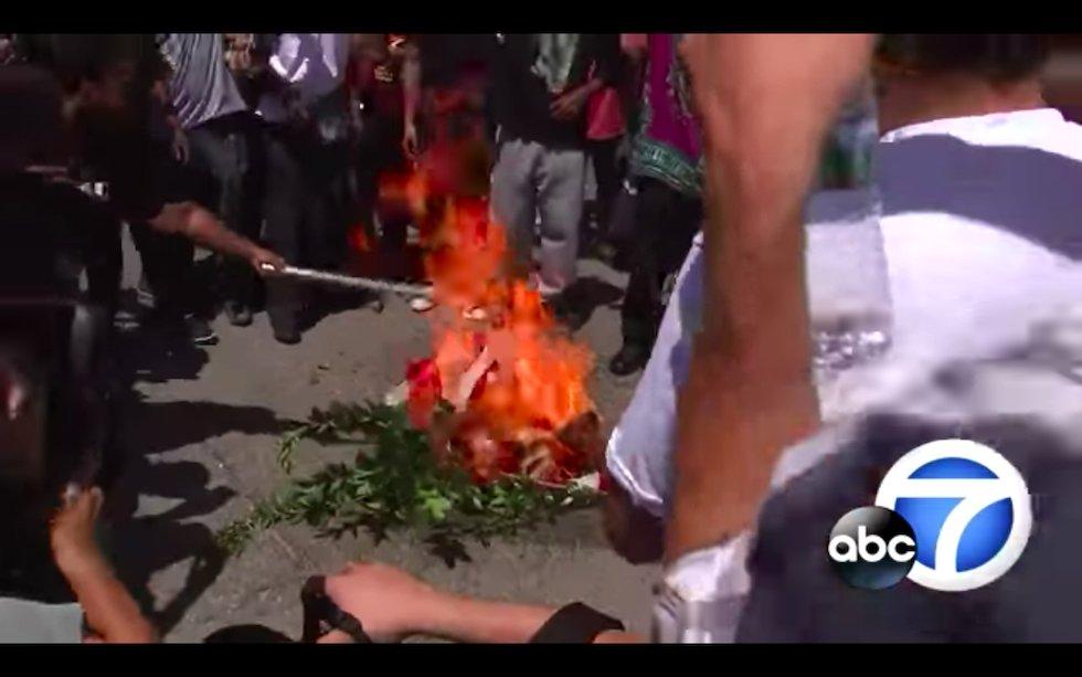 American flag burned outside of Maxine Waters' office https://t.co/RCEE1YUG20 https://t.co/NWIeuKE698