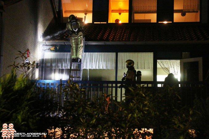 Brandweer in actie voor dakbrand Rietvoorndaal https://t.co/Q4sw9VHsVg https://t.co/ZXhEFONOag
