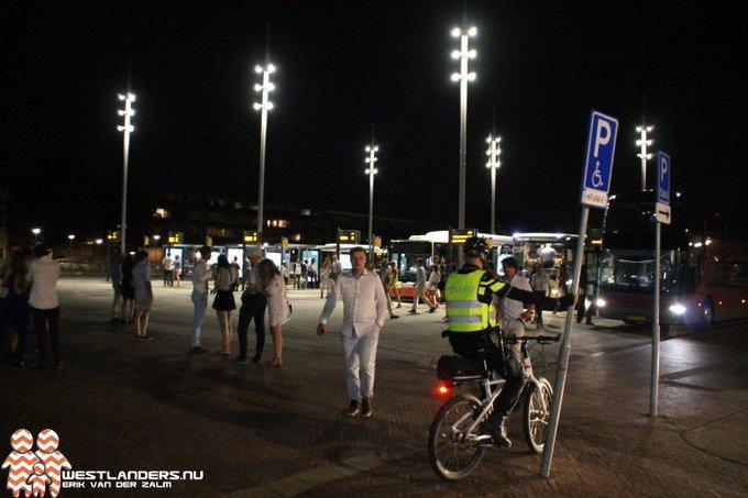 Veel politie bij station Delft voor studentenfeest https://t.co/o7R7wJ5GH3 https://t.co/RJq1fAnvnP