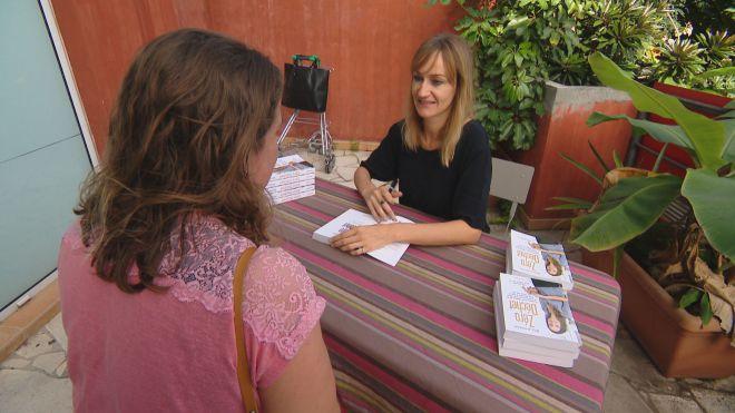 🌏 #NouvelleCalédonie : la Française Bea Jonhson installée en Californie en visite sur la caillou pour expliquer son mode de vie 'zéro #déchet'  #zerowaste ⤵️⤵️ https://t.co/fenumivnpH
