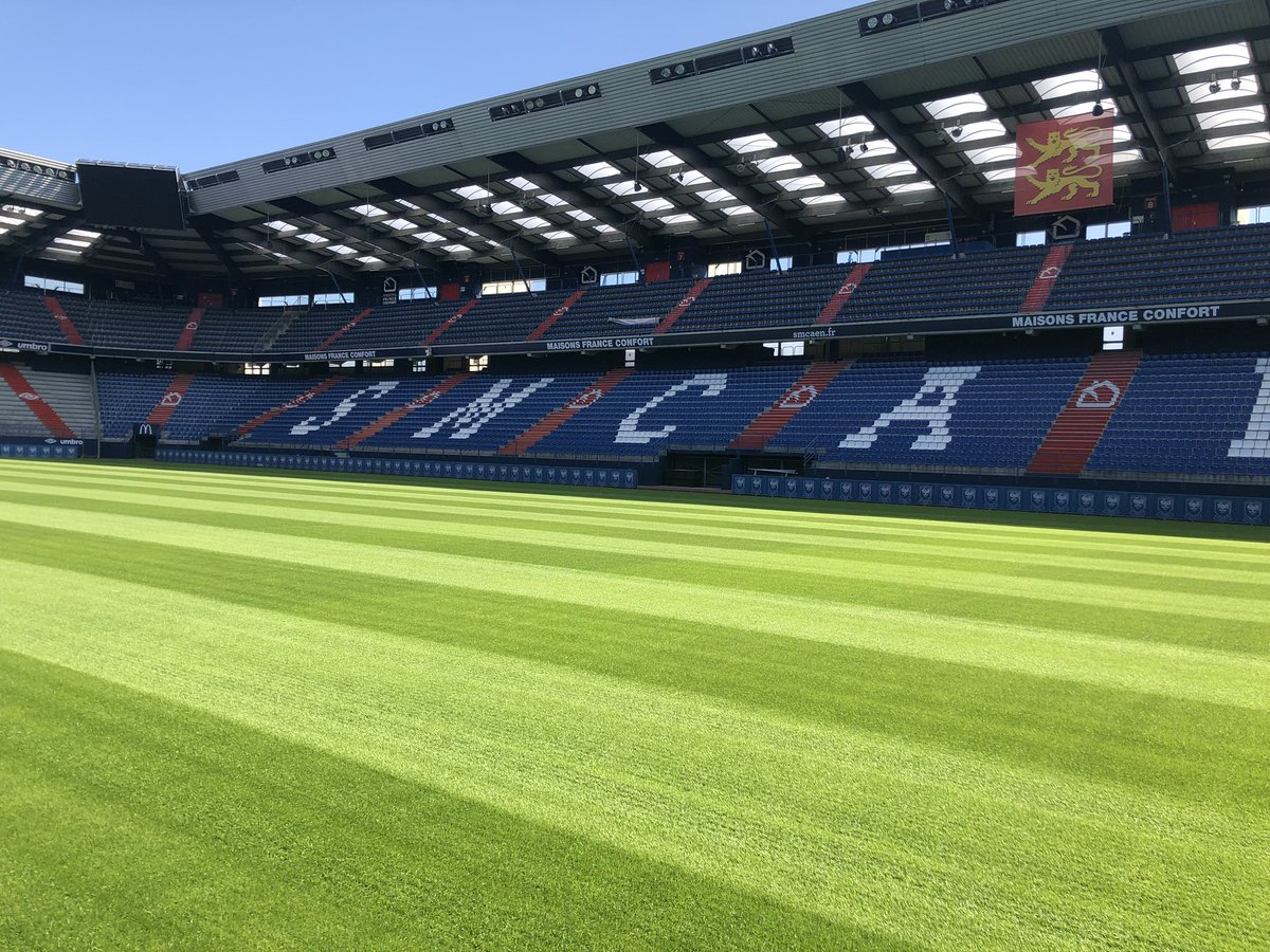 Le stade Michel d'Ornano - Page 7 DitD_rdWkAEZxZ_