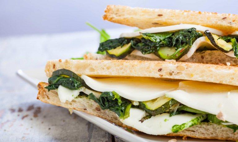 Un ricettario gourmet per combattere l'obesità infantile. Ricette golose per giovani chef: @helpcodeitalia e @adgitaly lavorano con l'Ospedale Gaslini per un progetto speciale https://t.co/Qq3ORN8p4o