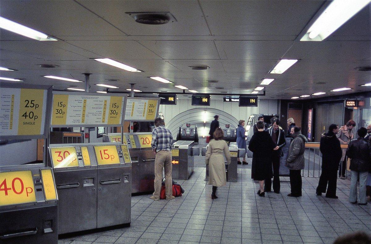 Diu0FTVVAAATlNO - The Victoria Line's really big 50th birthday! #2