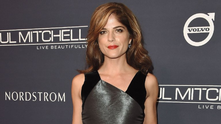 .@SelmaBlair urges Disney's @Marvel to rehire James Gunn: 'This man is one of the good ones' https://t.co/Zl124XnxdS https://t.co/hRWJaQncLv