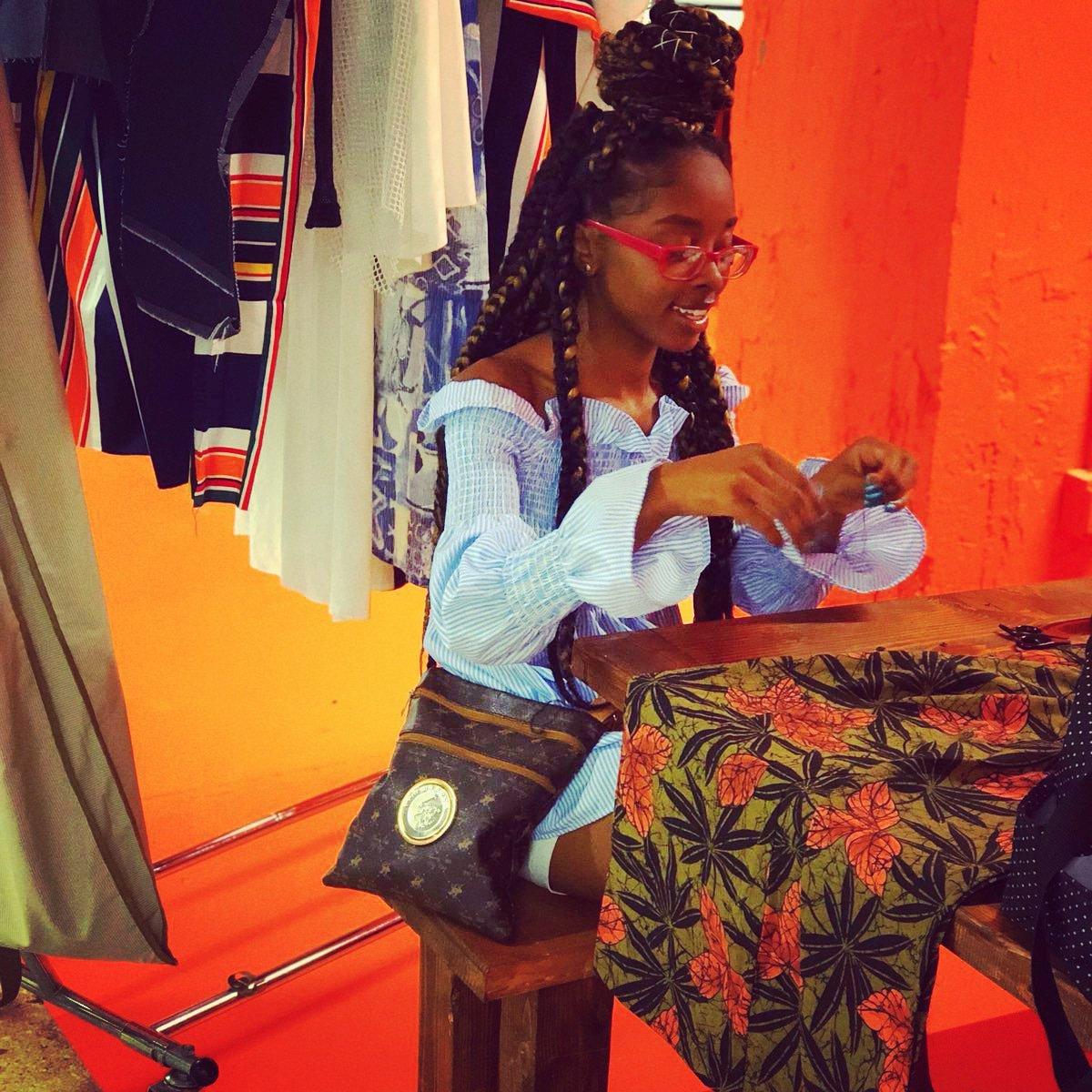 Hello Fashion World Designer ShamareeSherese is here to cater to you...  #multitaltented #fashion #fashionproduction #designer #coordinator #fashionlife #flintalleyfest #fashionhub #atltoflint #movingmountains #livingmydesignerlife #ShamareeShereseBestLife pic.twitter.com/Kj2jT6U3KB