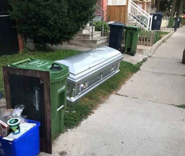 Someone placed a coffin on the curb on garbage pick up day in #Toronto https://t.co/EObhYa55kl