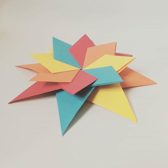 Braided Corona Star by Maria Sinayskaya — Instructions   Go Origami   640x640