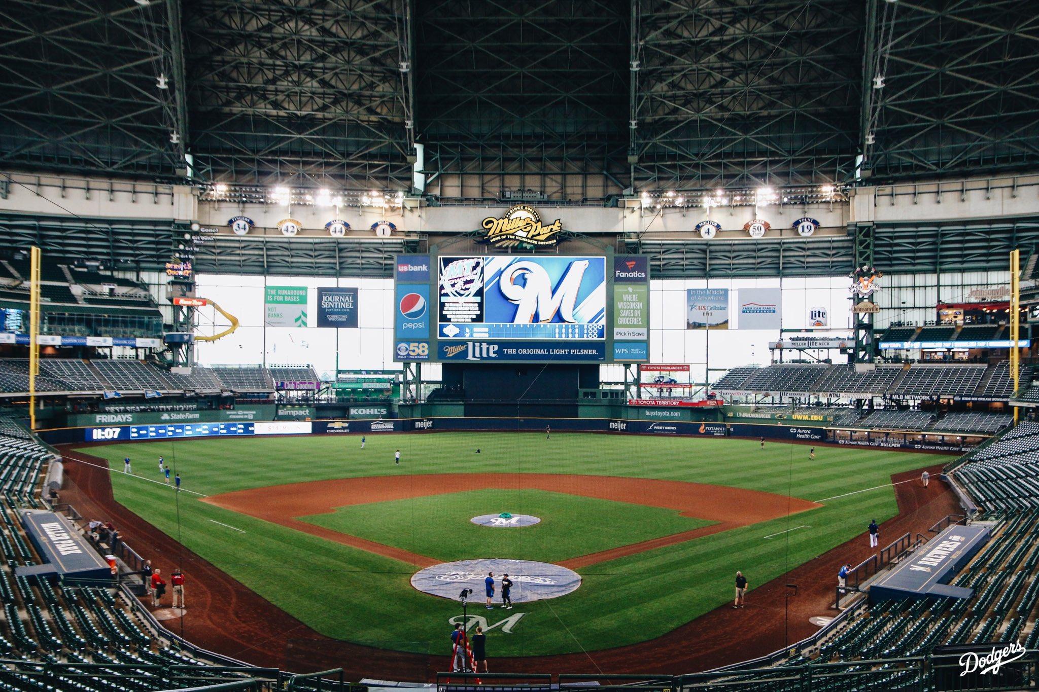 Last one in Milwaukee. #Dodgers https://t.co/apkuNdb5qI