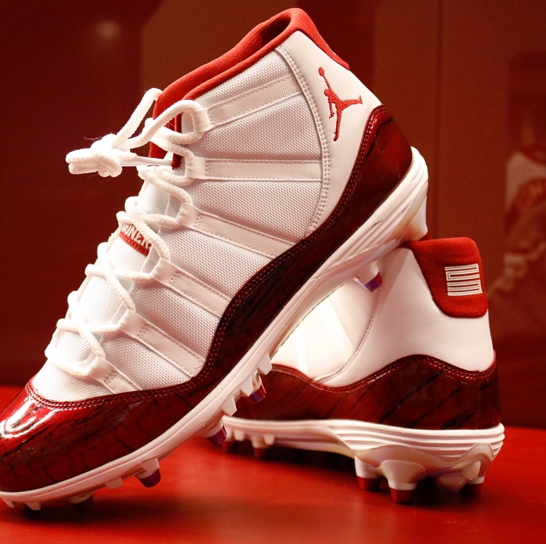 e342244ccf0 Exclusive Air Jordan 11 cleats for  OU Football.pic.twitter.com UPTlwqsIek