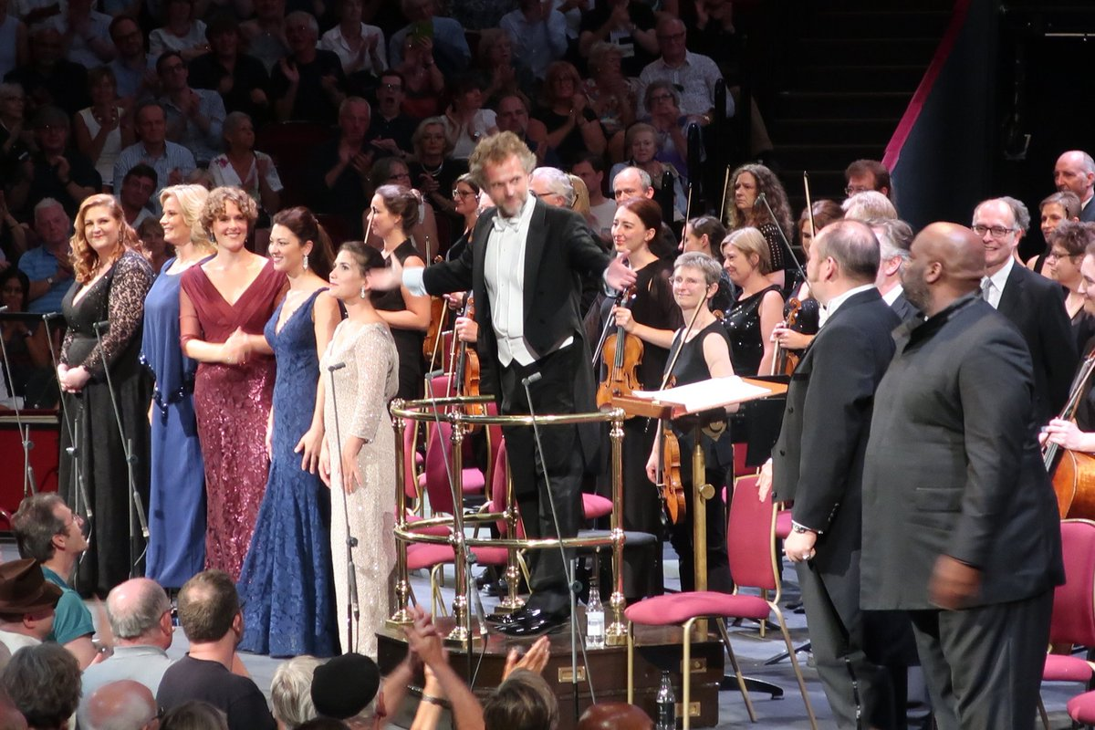 test Twitter Media - Blood, sweat, music therapy, whatever you want to call it... that was just phenomenal!! 500-700 musicians, soloists, choir singers blew us away. @LSChorus, BBC National Orchestra + Chorus of Wales, BBC Symphony Chorus, Southend Boys' + Girls' Choir @bbcproms #symphonyofathousand https://t.co/tSRt5jirXy