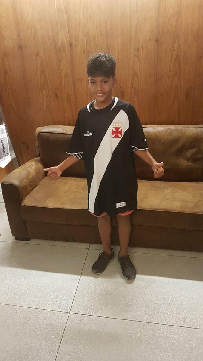 Acharam que ele não iria ganhar a camisa mais bonita do Brasil?!  Achou errado! 😎  #DiadoraBrasil #VascoDaGama