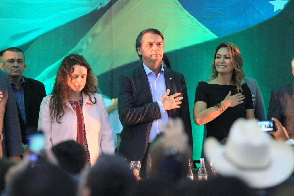 """Sem indicar vice, Jair Bolsonaro é aclamado candidato e prega """"união"""". Confira o discurso completo os principais trechos da fala do deputado na convenção nacional do PSL: https://t.co/q2MJhJ8qLE"""