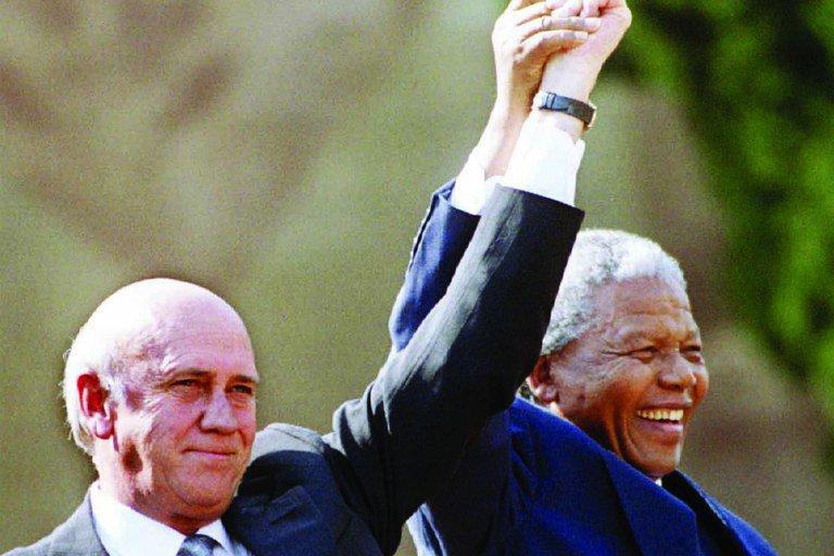 'Foi a serviço dessa longa caminhada em direção à liberdade e à justiça e oportunidades iguais que Nelson Mandela dedicou sua vida', disse Barack Obama no centenário do ex-presidente sul-africano. https://t.co/YD1xcx8WuD