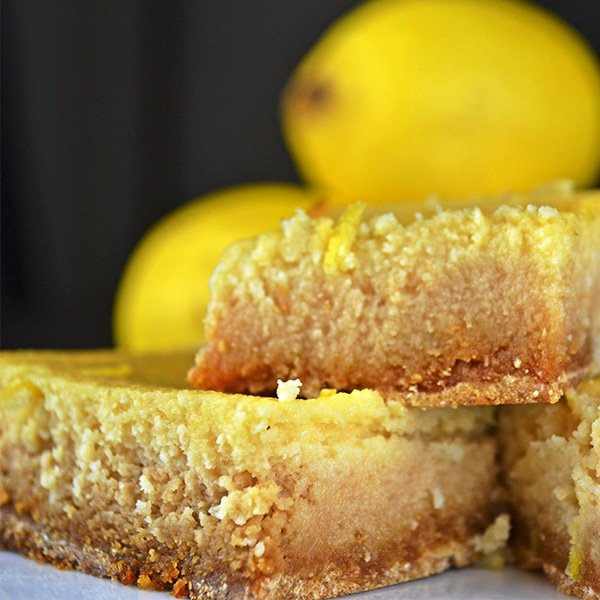 Incredible paleo friendly lemon bars! 🍋 Recipe: https://t.co/1rvZ9Xei2Z | #lemonbars #paleosnacks https://t.co/PkozGSVszC