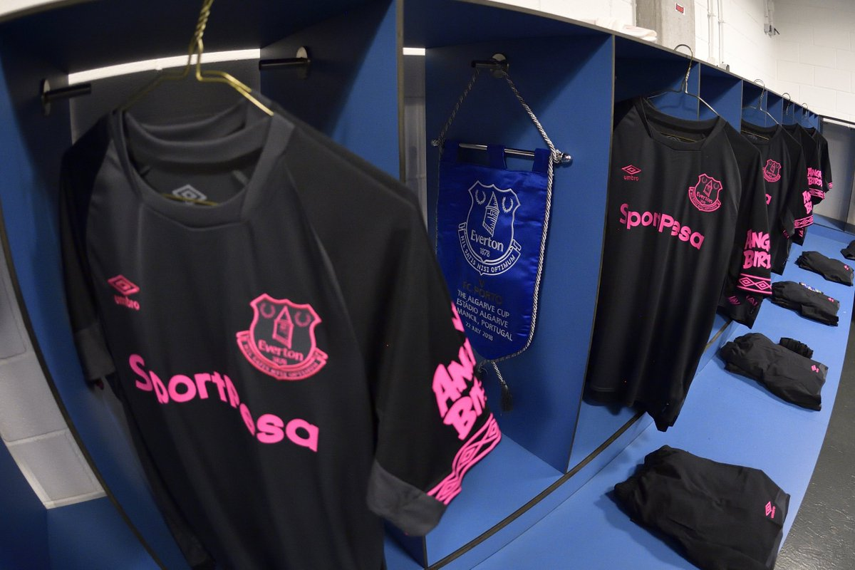 🖤💗   New away kit on show in Portugal tonight - and the Blues can secure the Algarve Cup with a two-goal win over @FCPorto...  🎥 WATCH: https://t.co/YHRSobeHf5 📝 BLOG: https://t.co/21AhInvZ43