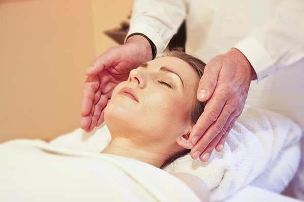 In Search of Healing? What to Know Before Attending Your First Reiki Session #reiki #wellness #healthhttp://ow.ly/ICkX30l3mH5