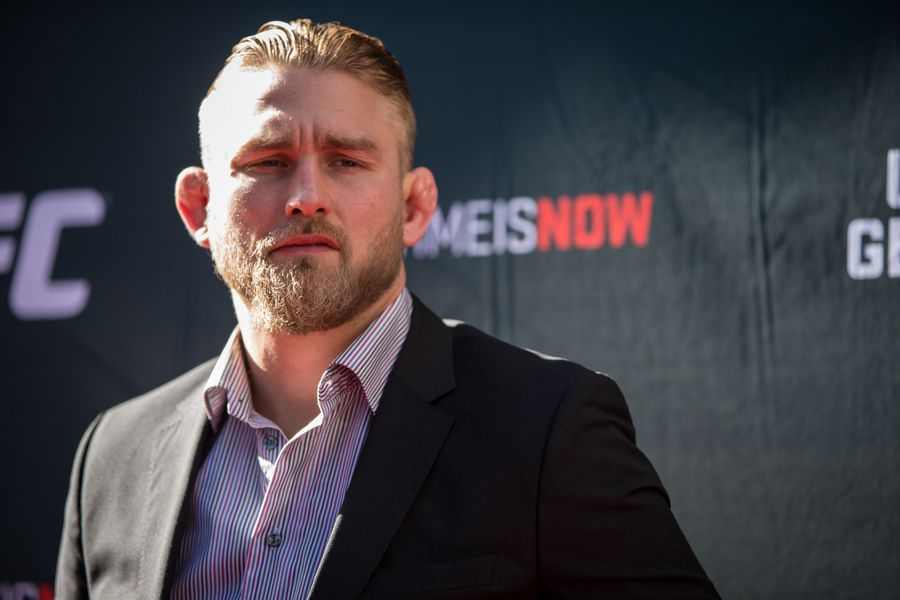 Alexander Gustafsson officially out of UFC 227 with 'minor injury' (@shaunalshatti) mmafighting.com/2018/7/22/1760…