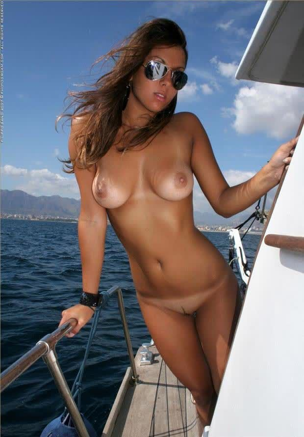 Pics of topless girls on boats — photo 13