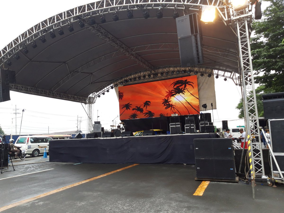 LOOK: The stage which will be used in the program later here in Commonwealth Ave. near St. Peters Church in Quezon City is now ready and was checked by the PNP-EOD #SONA2018.  | v @MBNazarioDhelia