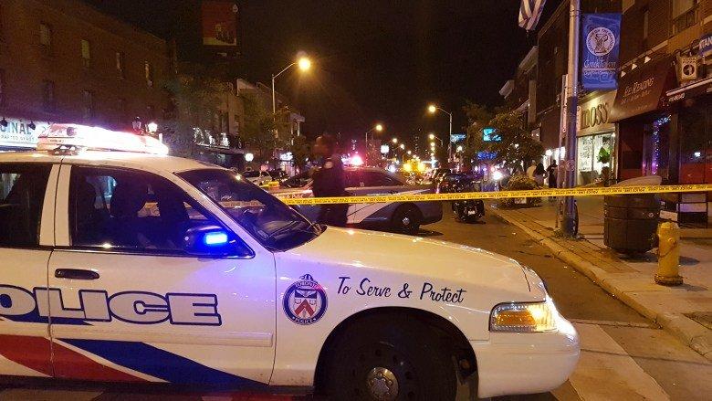 Fusillade à Toronto : au moins 9 personnes ont été blessées; le tireur est mort, selon les autorités https://t.co/bsl3ratggo