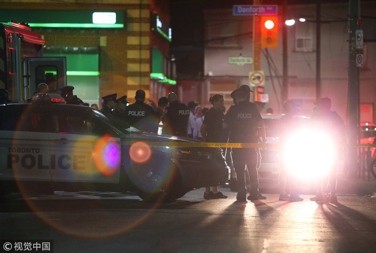 Latest o #TorontoShootingn : - one woman killed, 13 injured  - suspect also dead  - a young girl in critical conditiohttps://t.co/RIIAazB4c9n