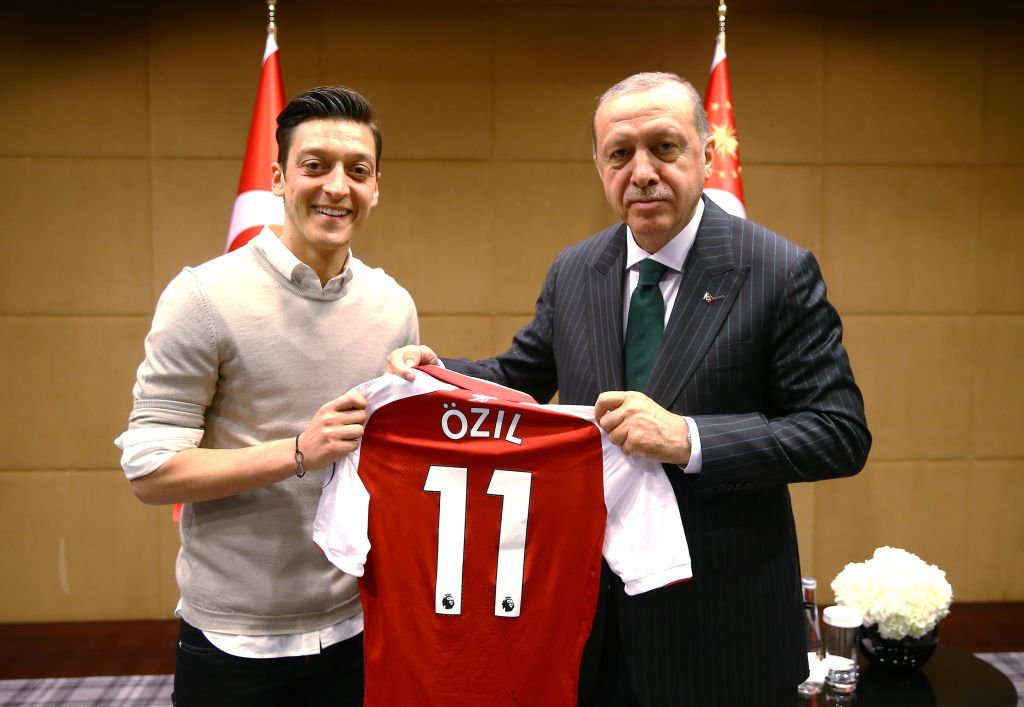 Mesut Ozil has quit international football, citing the 'racism and disrespect' he has faced in Germany over his Turkish roots.  Full story: https://t.co/YcNBhBKeFS