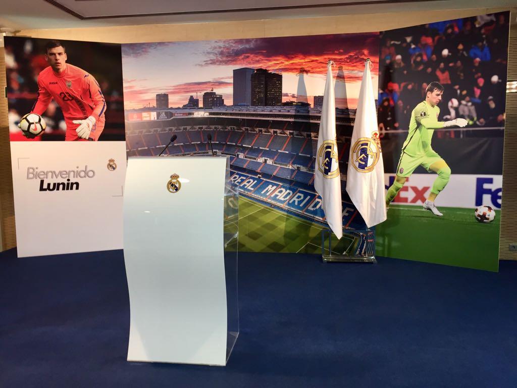 📸 #WelcomeLunin We're all set for Andriy Lunin's presentation at the Bernabéu! #HalaMadrid