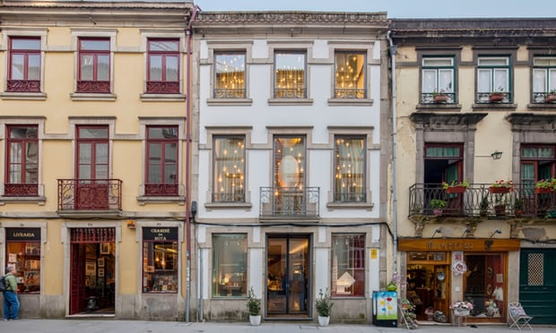 #Travel #Porto   Pret a Porto: Portugal's second city is ready for the limelight. A decade ago, the city's historic centre was badly rundown. Now, having been carefully restored, it's filled with culture, cafes and unusual shops  https://www. theguardian.com/travel/2018/ju l/22/porto-portugal-second-city-culture-cafes-shopping?CMP=share_btn_tw &nbsp; … <br>http://pic.twitter.com/9JjOOyvusq