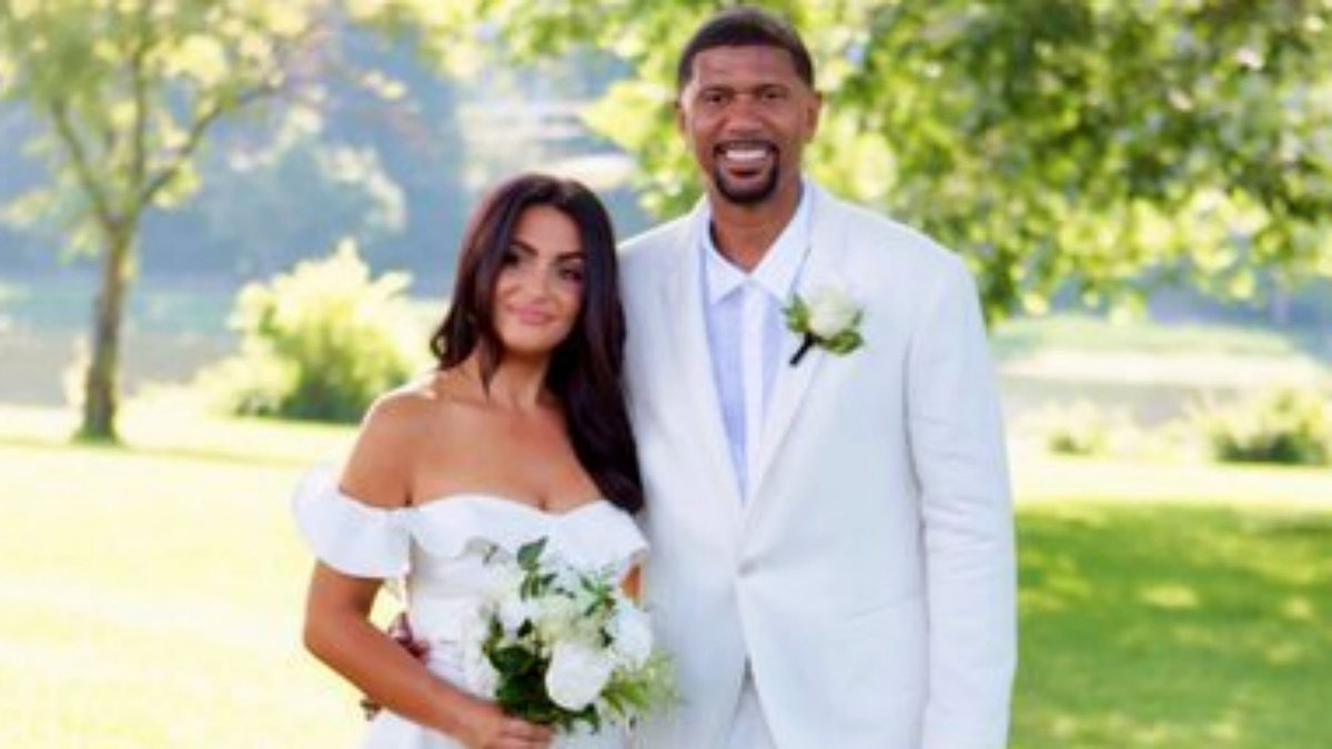 There's officially a new power couple at ESPN: Jalen Rose and Molly Qerim.   The two were married in a private ceremony in New York. https://t.co/trZbpb8fks
