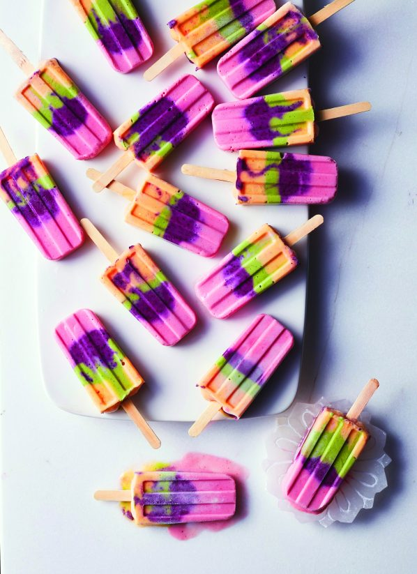 These rainbow popsicles from @siriouslydelish are all we need this summer bit.ly/2uSy5Yf