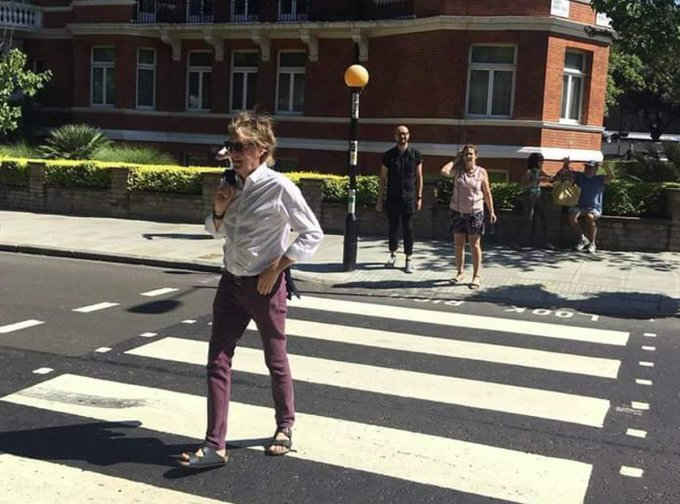 Resultado de imagen de mccartney cross abbey road 2018