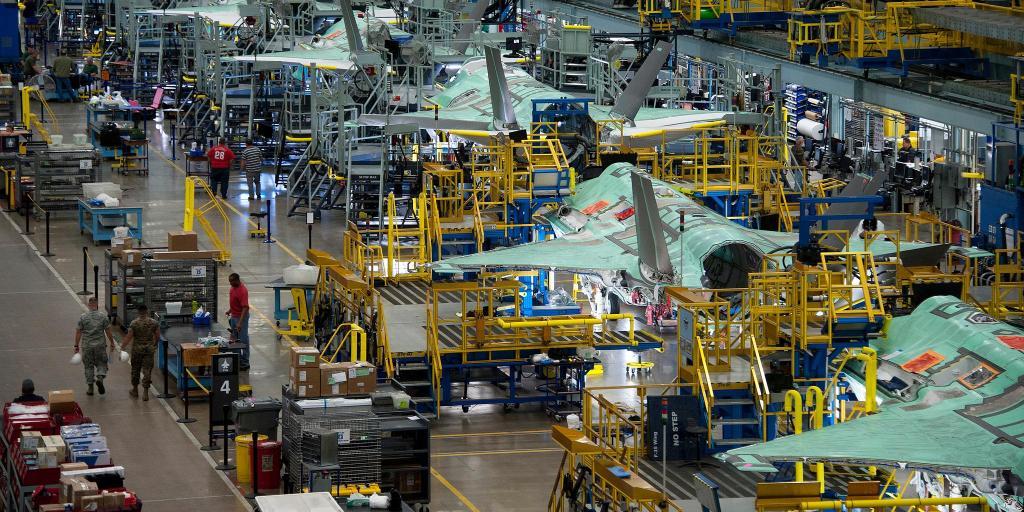 Lockheed Martin تعتزم اضافه 400 وظيفه للاسراع في انتاج مقاتلات F-35  DizNYCtXsAAld8w