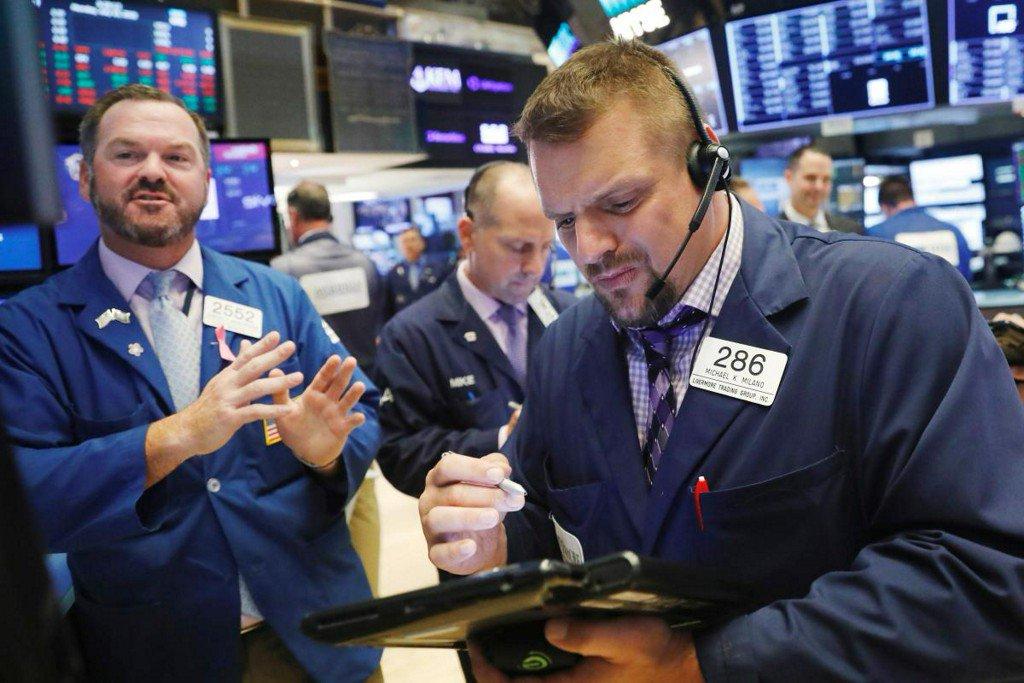 Wall Street lower as Amazon, technology stocks drag https://t.co/kN5l3tACrD https://t.co/qSJU4mde5N