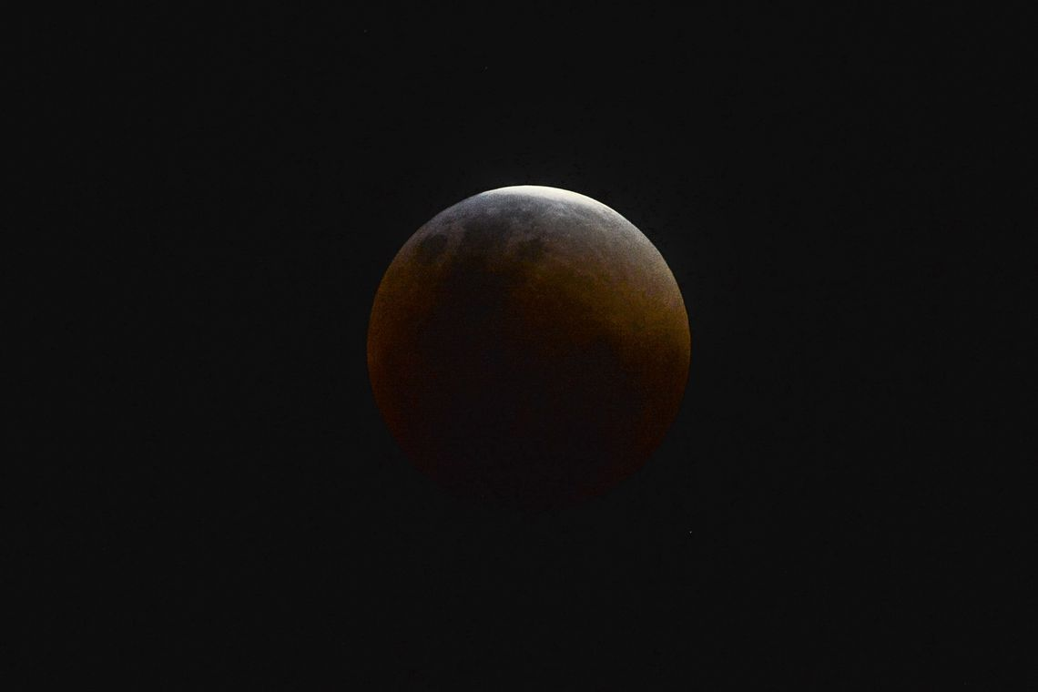 Eclipse lunar mais longo do século XXI, que terá um total de 102 minutos, poderá ser observado em 27 de julho. Leia mais detalhes na @agenciabrasil. https://t.co/IRPAchkCwC 📷 Marcello Casal/Agência Brasil