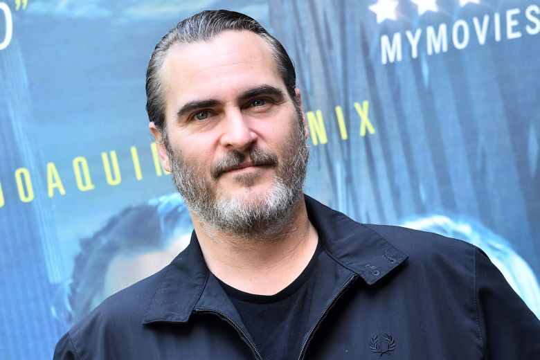 Another big name could be joining Joaquin Phoenix in the #Joker standalone movie: Robert De Niro is now in talks for a role  https:// bit.ly/2N8e080  &nbsp;  <br>http://pic.twitter.com/GOZHSz6RZW