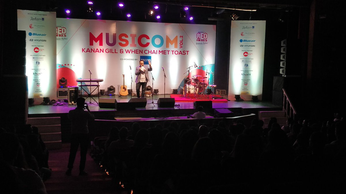 Our very own @rjrishikapoor on stage at #Musicom vol 2, Let's begin the show. @RedFMIndiapic.twitter.com/c5tnUfjYK1