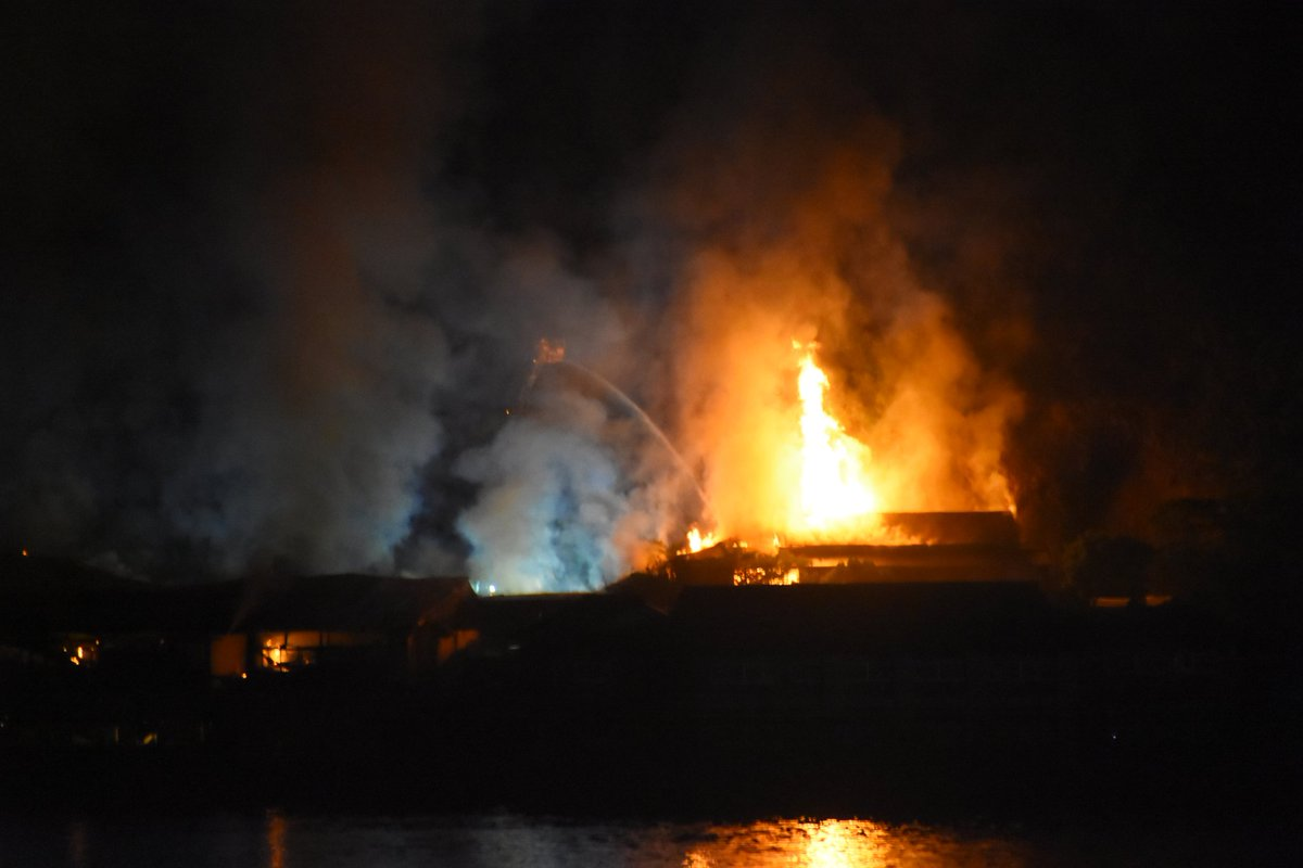 和歌山県智勝浦町湯川「湯快リゾート越之湯」の火事現場の写真画像