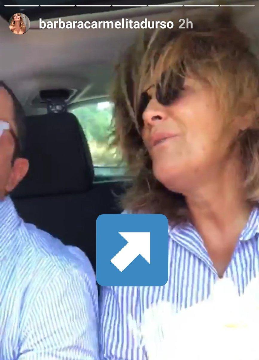 Ecco perché #BarbaraDUrso tiene sempre il collo tirato al massimo, per non mostrarne i cedimenti! Quando si rilassa, invece... #Pomeriggio5#DomenicaLive#GF15  - Ukustom