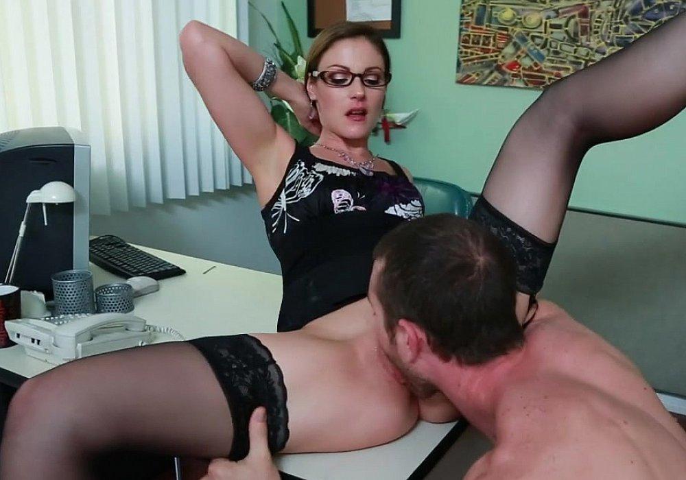 больше распространены видео порно лижет начальнице месяц